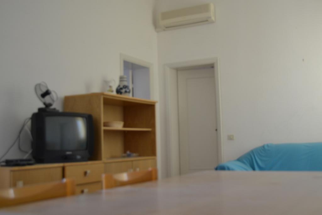 Marcelli centro 2 camere a letti piani terrazza for Piani casa 2 letti